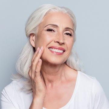 Lifting twarzy i rewitalizacja skóry nićmi resorbowalnymi