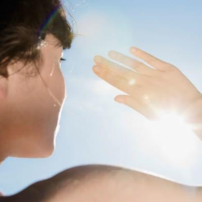 Jak słońce działa na nasz organizm?